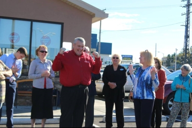 Travis Hackworth Huddle House Franchisee Celebrate Opening Of Huddle House